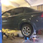 Замена передних тормозов и амортизаторов Chevrolet Aveo